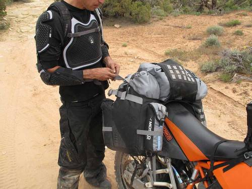 Mosko-Moto-Motorcycle-Soft-Bags-Dualsport-Offroad-Luggage-Soft-Luggage-Pannier-Duffle-Saddlebag--KTM---BMW---Rackless---Reckless---5-30-14-(5)