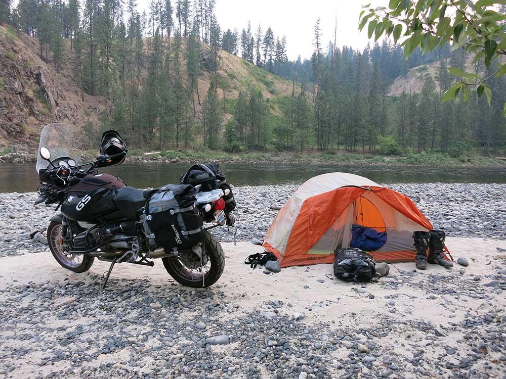 mosko-moto-motorcycle-soft-bags-dualsport-offroad-luggage-soft-luggage-pannier-duffle-saddlebag-ktm-bmw-rackless-reckless-8-01-14-1.jpg