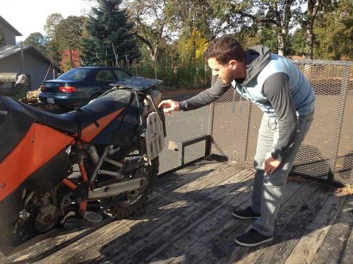 Mosko-Moto-Motorcycle-Soft-Bags-Dualsport-Offroad-Adventure-Soft-Luggage-Pannier-Duffle-KTM-BMW-KLR-Rackless-Reckless-Tank-Bag-Adventure-Jacket-Pants-Jersey-10-22-15-(30)