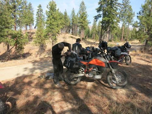 Mosko-Moto-Motorcycle-Soft-Bags-Dualsport-Offroad-Adventure-Soft-Luggage-Pannier-Duffle-KTM-BMW-KLR-Rackless-Reckless-Tank-Bag-Adventure-Jacket-Pants-Jersey-10-22-15-(65)