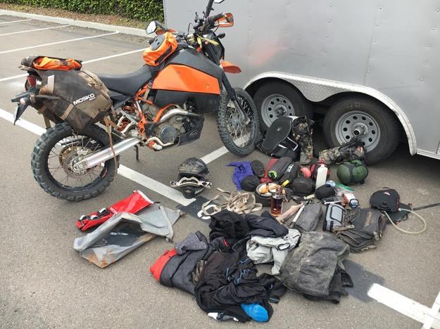 mosko-moto-motorcycle-soft-bags-dualsport-offroad-adventure-soft-luggage-pannier-duffle-ktm-bmw-klr-rackless-reckless-tank-bag-adventure-jacket-pants-jersey-5-24-16 (2)