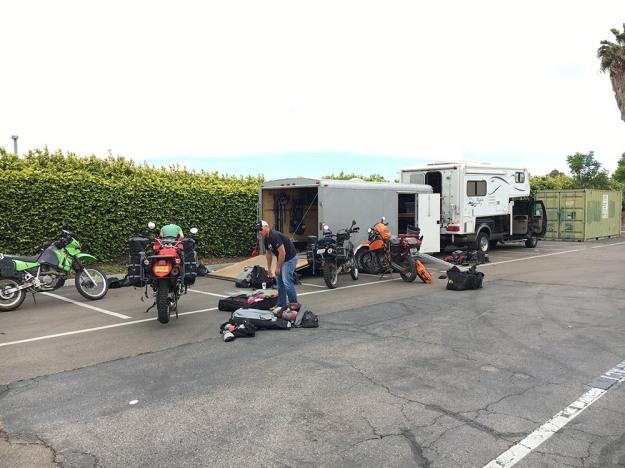 mosko-moto-motorcycle-soft-bags-dualsport-offroad-adventure-soft-luggage-pannier-duffle-ktm-bmw-klr-rackless-reckless-tank-bag-adventure-jacket-pants-jersey-5-24-16 (4)